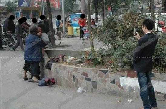 徐州流浪老汉与女乞丐当街疯狂做爱图片